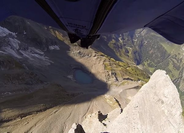 This is How You Can Fly Down a Mountain